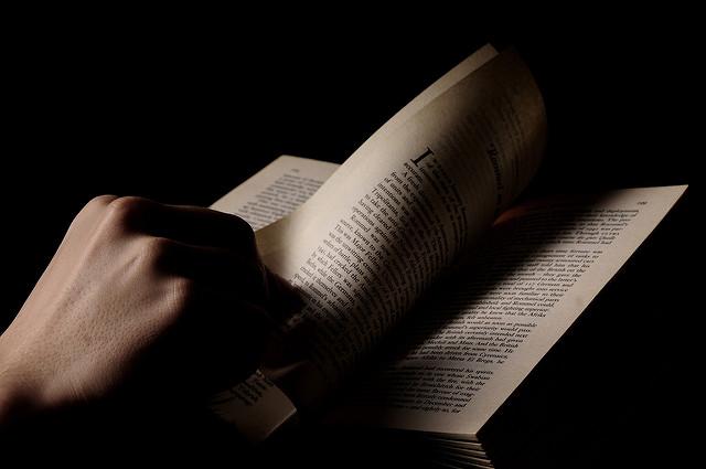 Een pakkende inleiding schrijven: foto van een spannend boek