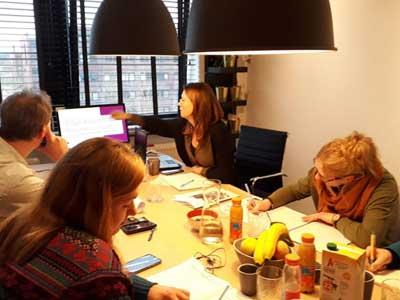 Hard aan het werk tijden de workshop Schrijfstijl